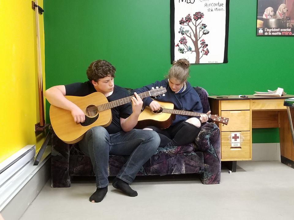 Duo de guitare sèche à la mdj